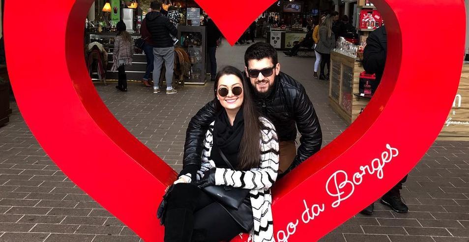 Bianca Januário e Pierre Simão oficializam noivado